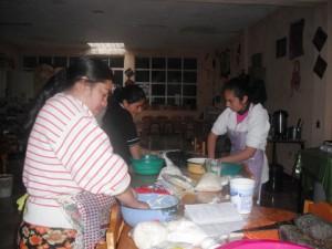 Mujeres se forman en procesamiento artesanal de quesos (Biblioteca de San Carlos Sija, Guatemala)