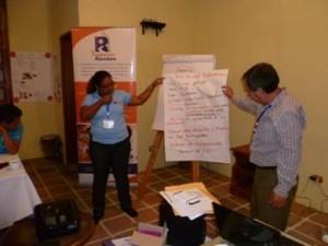 Las conclusiones se exponen en plenaria para que los participantes puedan hacer sus aportes
