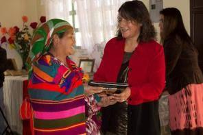 Entrega de guías en la comunidad de Huitán (Biblioteca comunitaria Mi nuevo mundo)