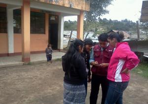 Jóvenes de Huitán mapean  centros educativos